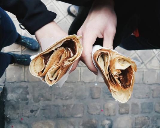 Instagrammable streetfood in Europe — hotdogs, churros andschneeballs!