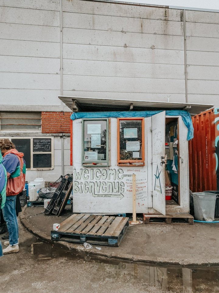 We travelled to Calais for a weekend to volunteer with Help Refugees UK — here's what welearned